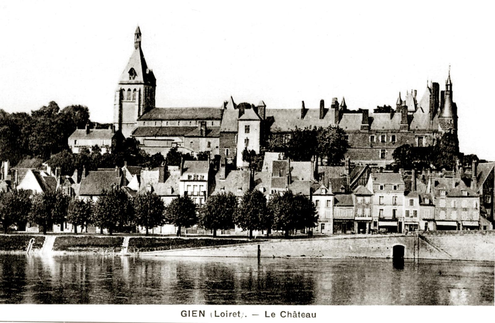 замки Луары - замок Жьен