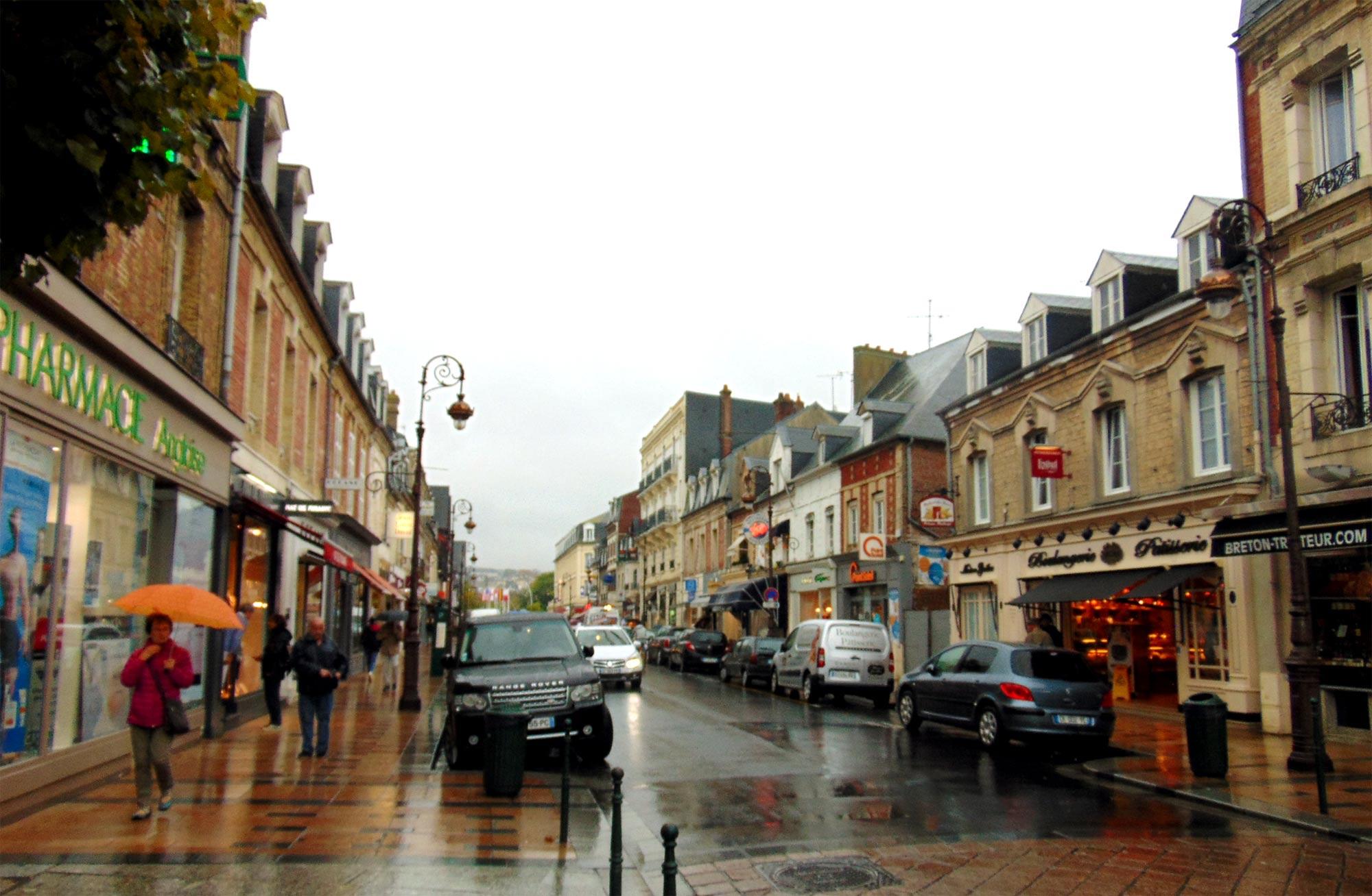 экскурсия в Нормандию осенью в дождь