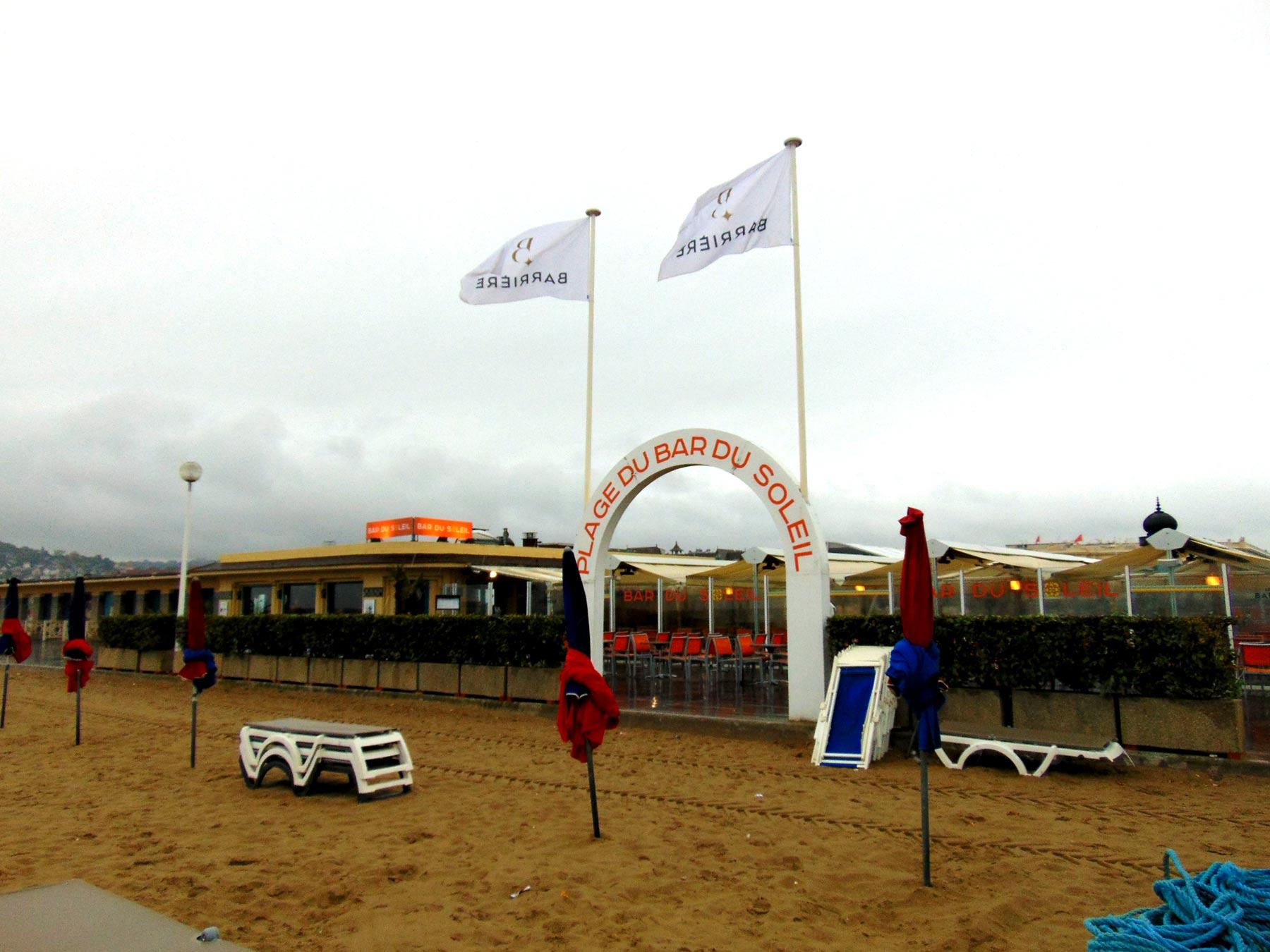 пляжи Довиля в Нормандии