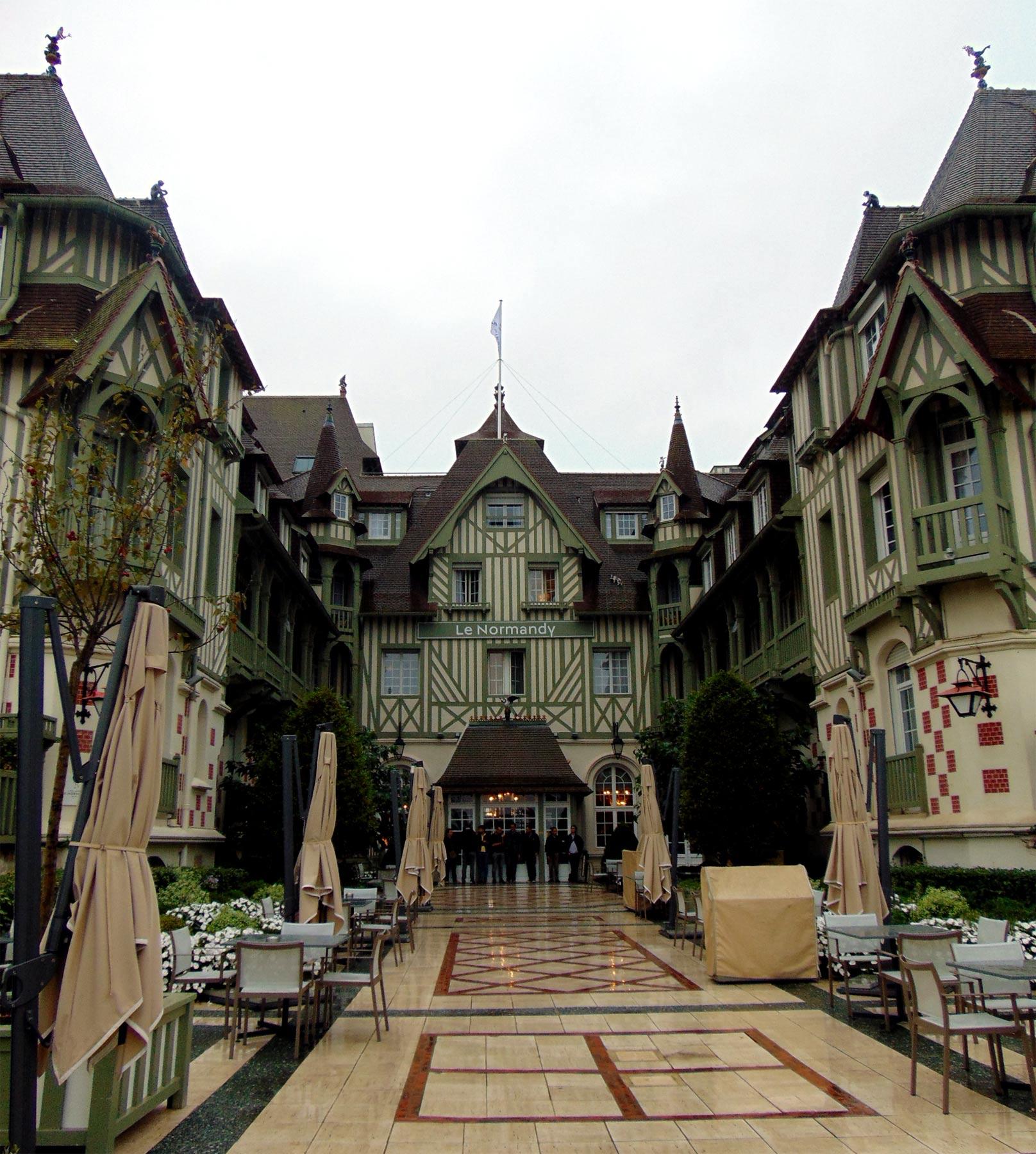 экскурсия по Довилю набережная и отели