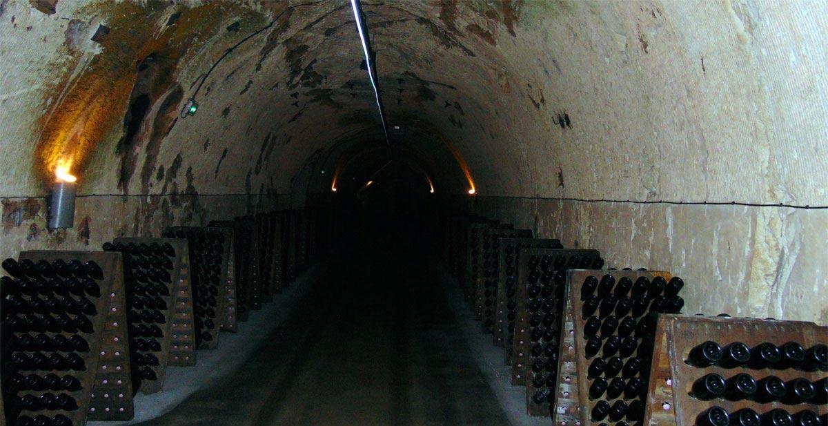 экскурсия по подвалам шампанских вин в Эперне