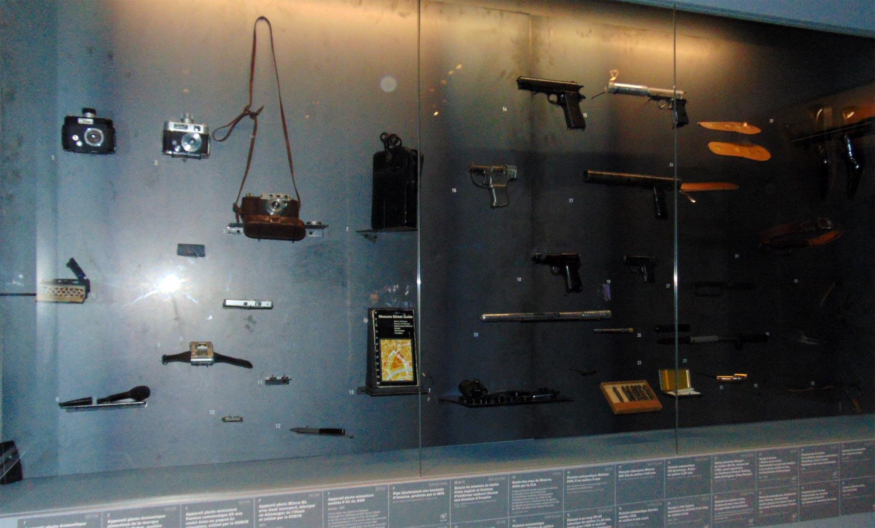 шпионские фото-аппараты и вооружение