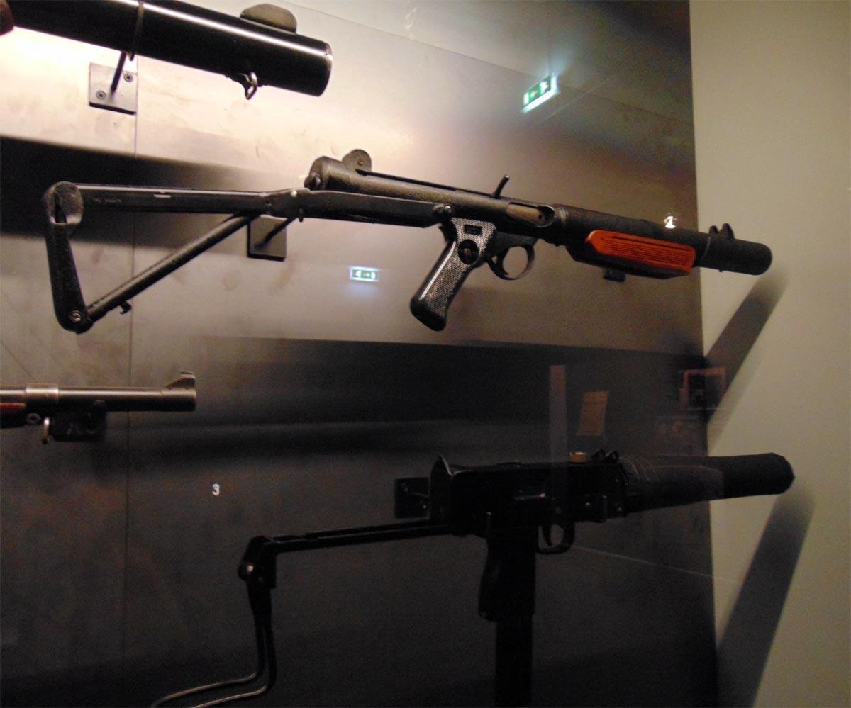 бесшумный пистолет-пулемет Sterling L34A1 Британских спецгрупп