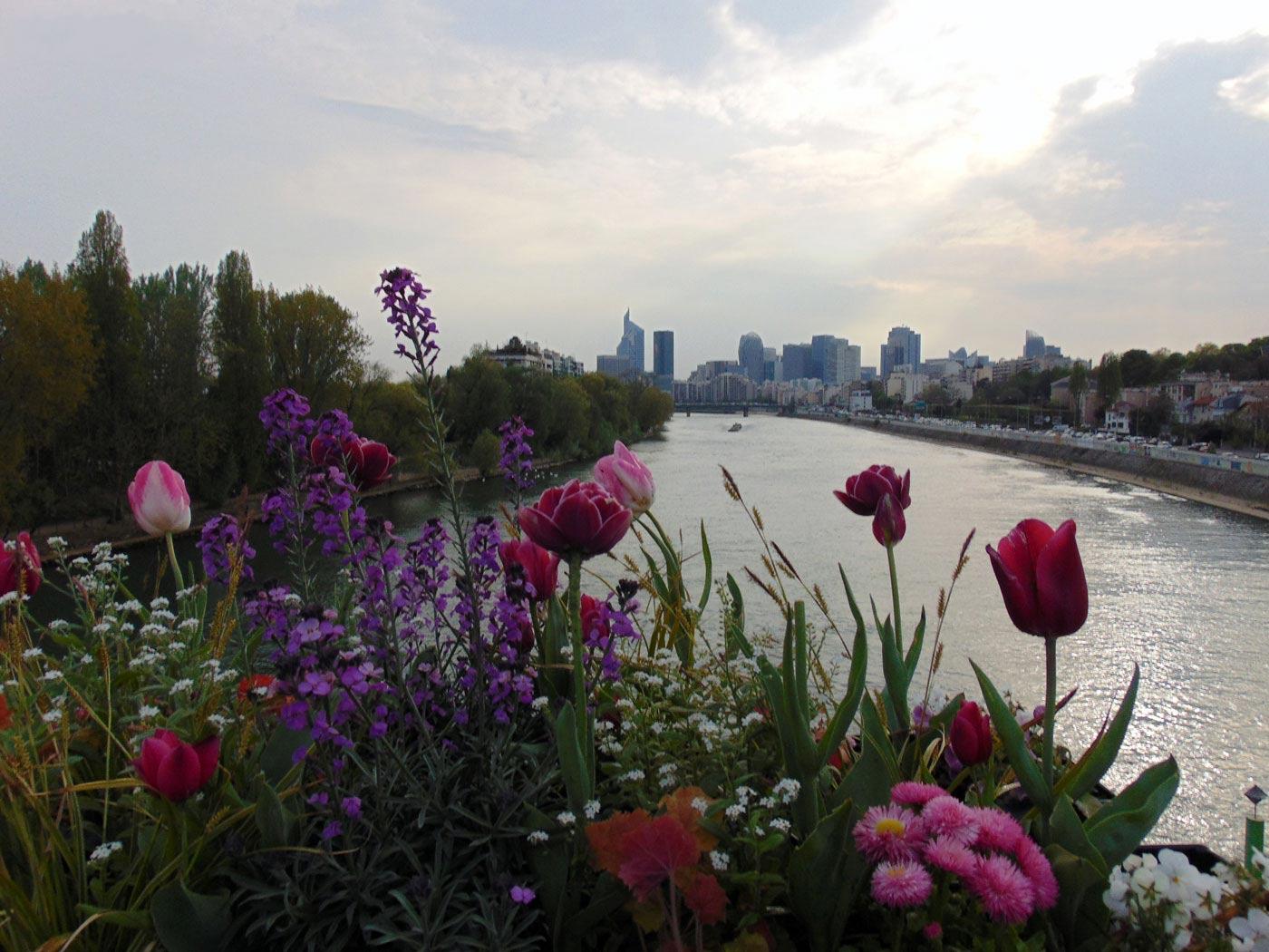 Ла Деванс окрестности Парижа