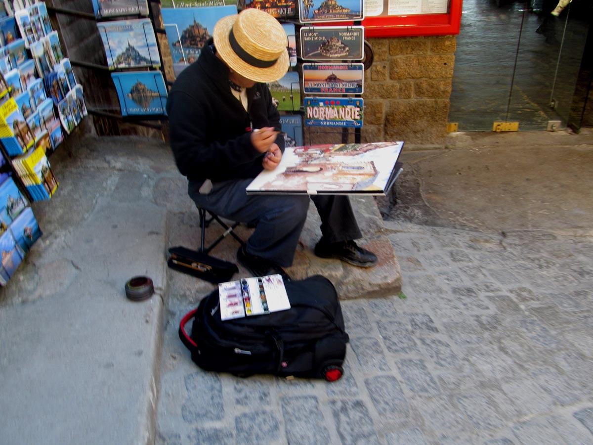 художники на улочках Мон Сен Мишель