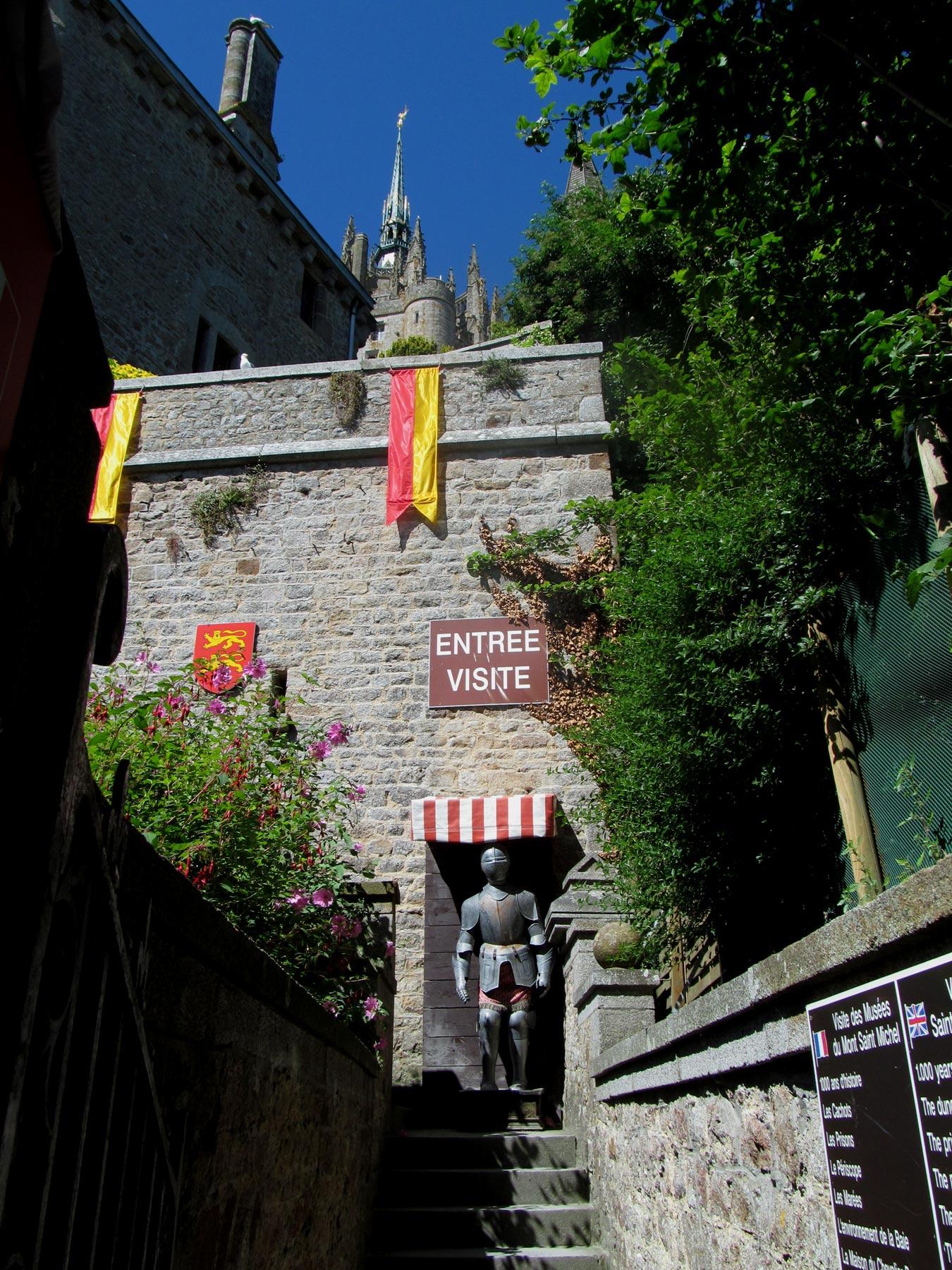вход в музей аббатства Мон Сен Мишель