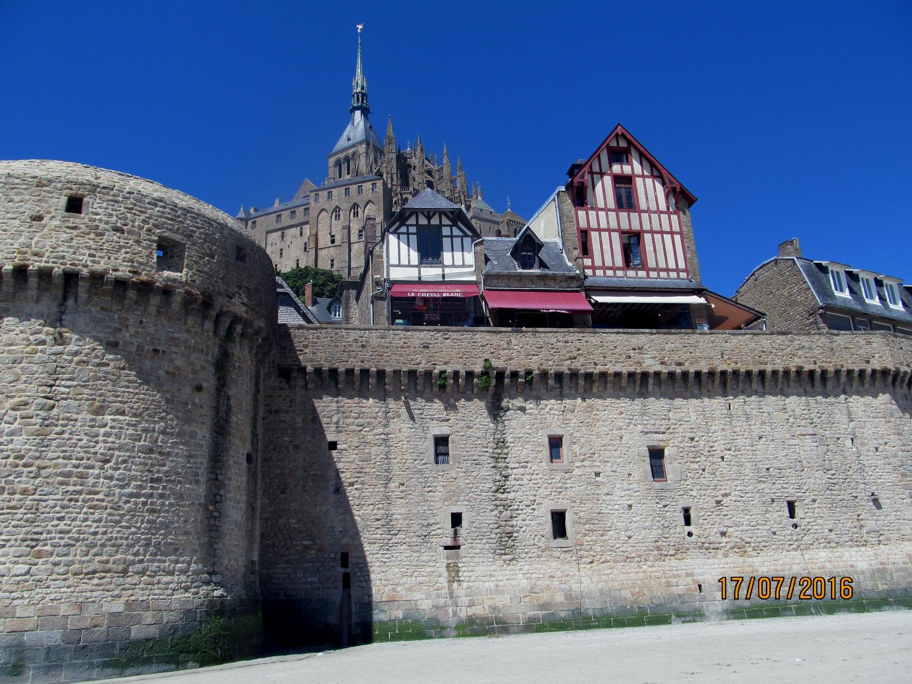 крепость с бойницами
