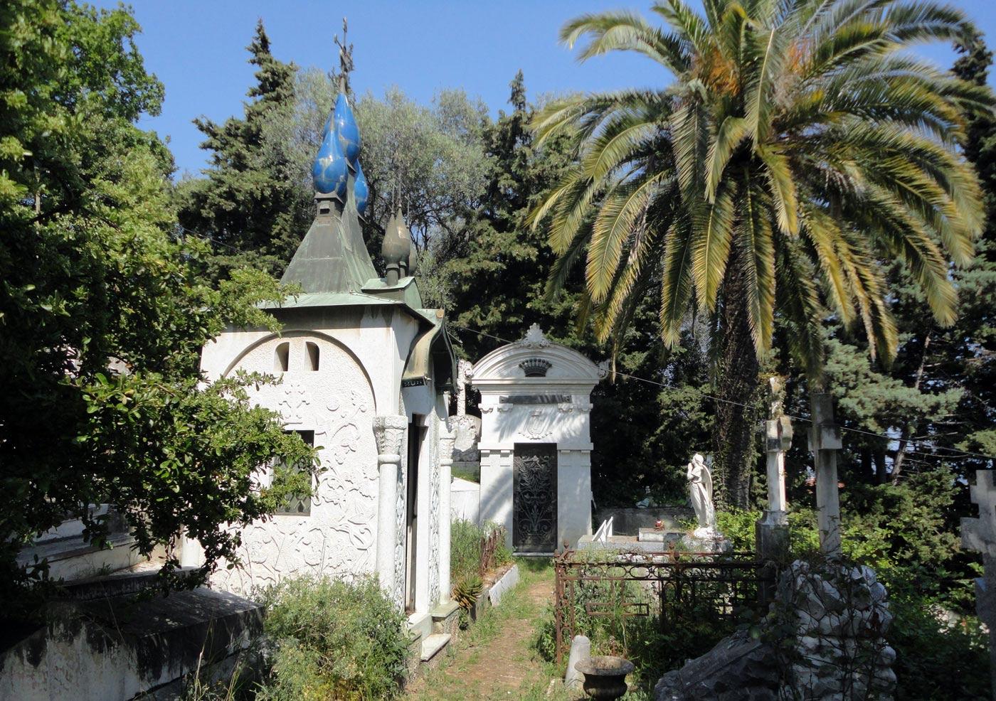 Часовня на кладбище Кокад