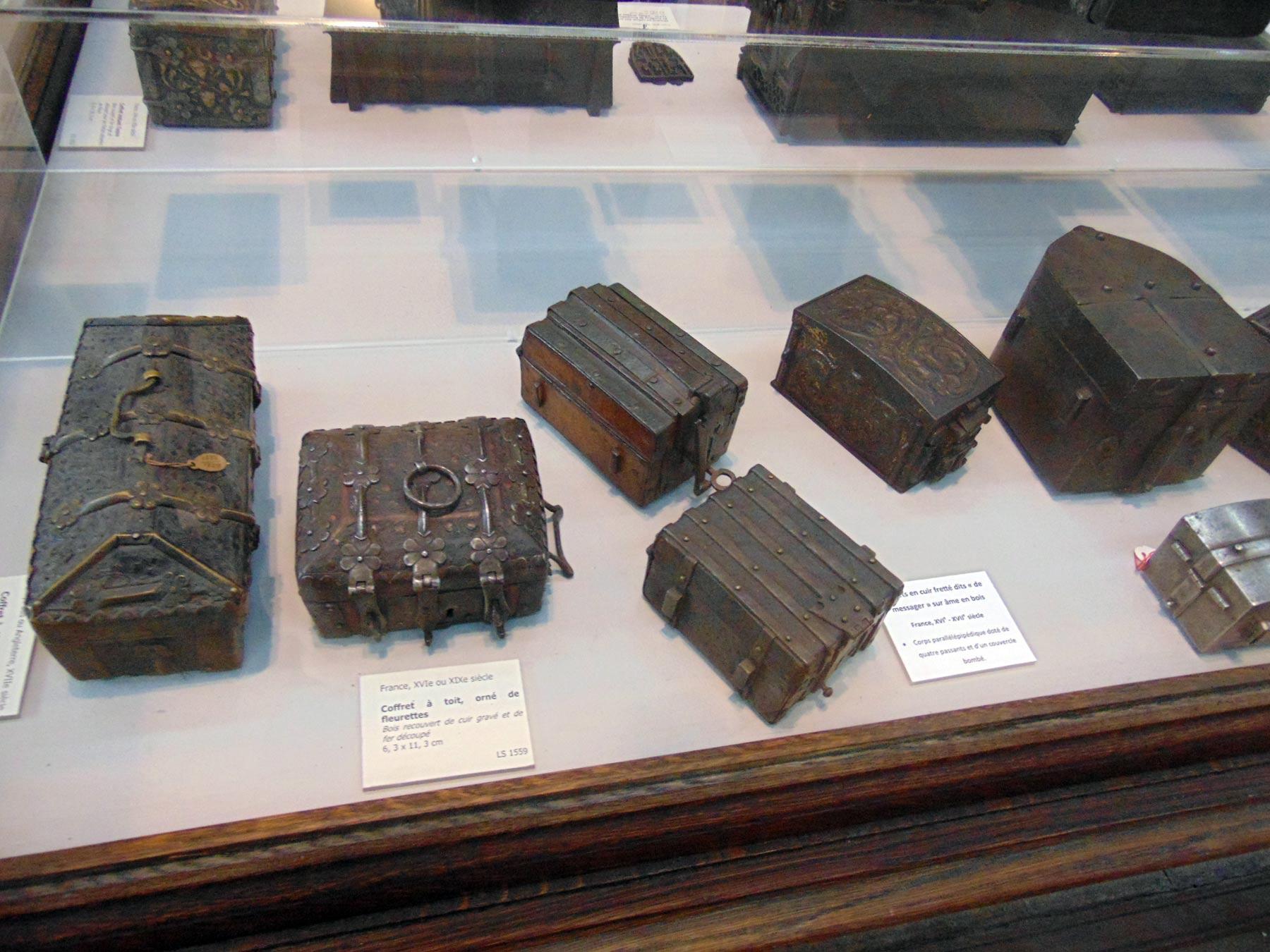 антикварные художественные изделия из железа
