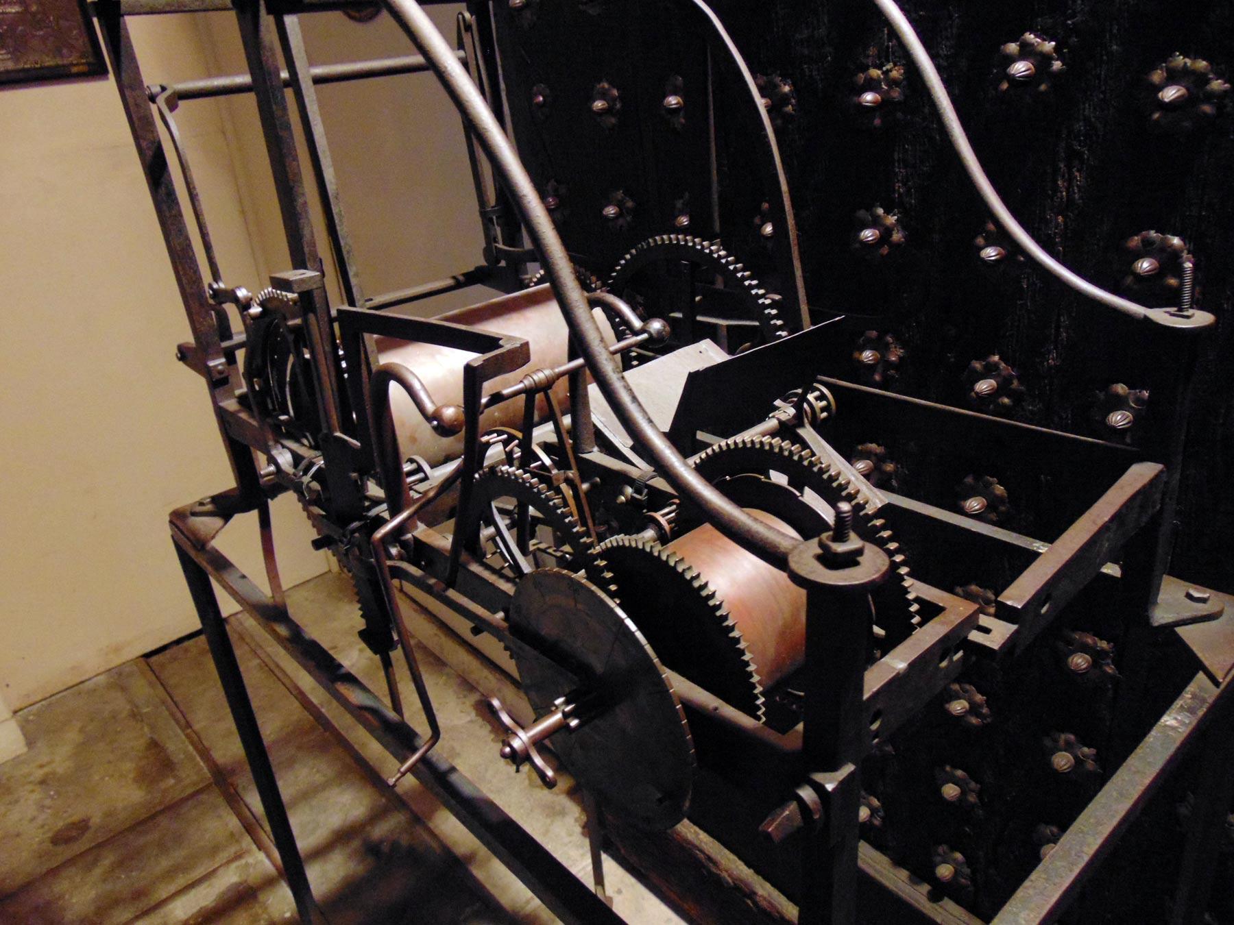 экскурсия по залам музеяскобяных изделий в металле