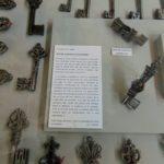 антикварные ключи в музее скобяных изделий в Руане