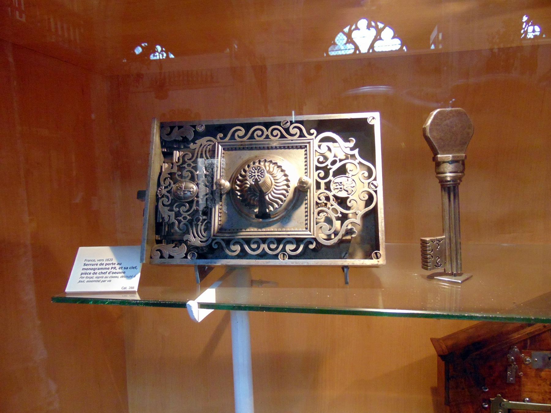 художественные изделия из железа в музее Руана
