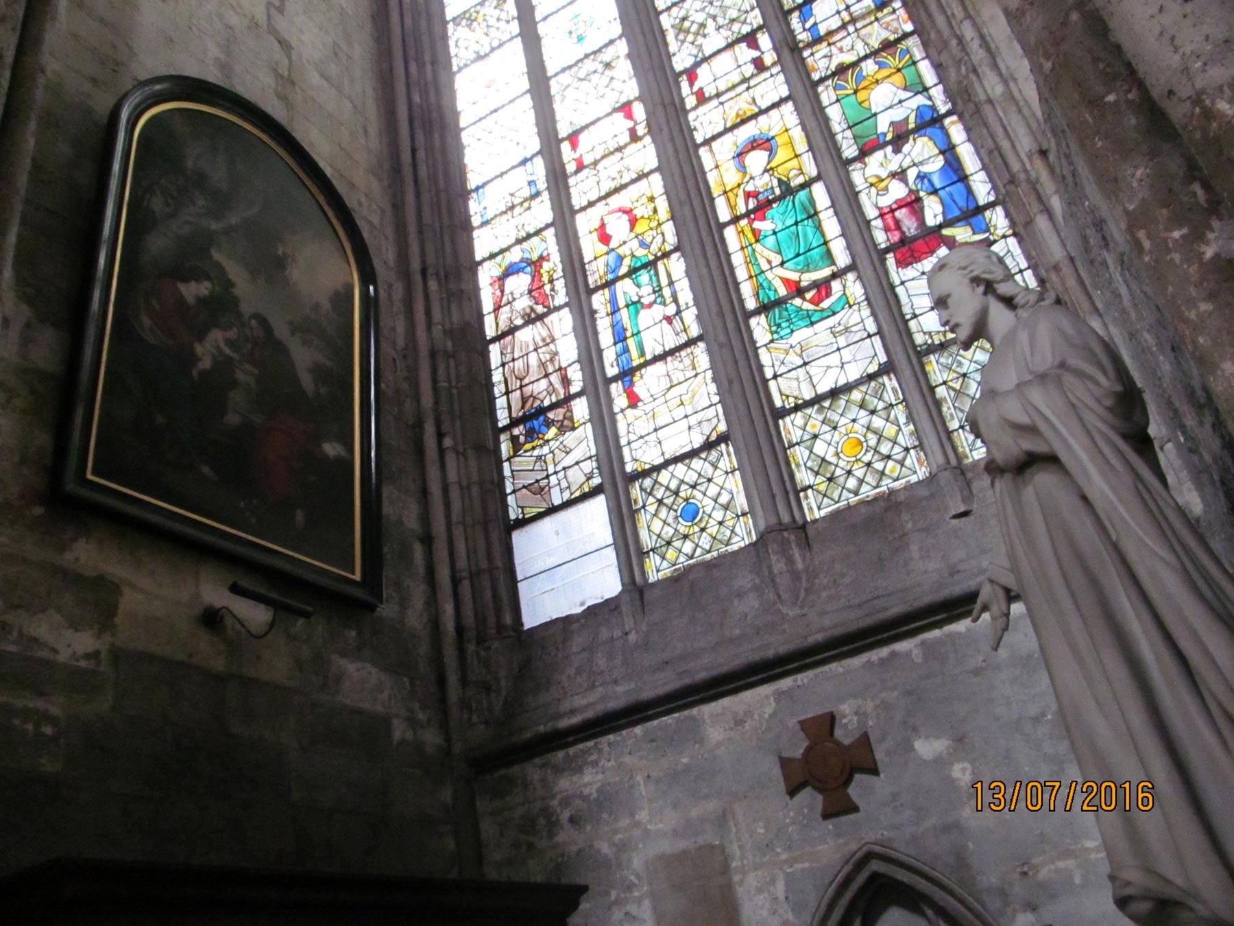 Экскурсия по кафедральному собору в Руане. Мозаика на окнах
