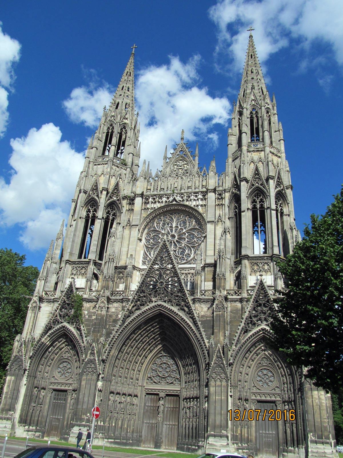Кафедральный собор, фото во время экскурсии по Нормандии в июле