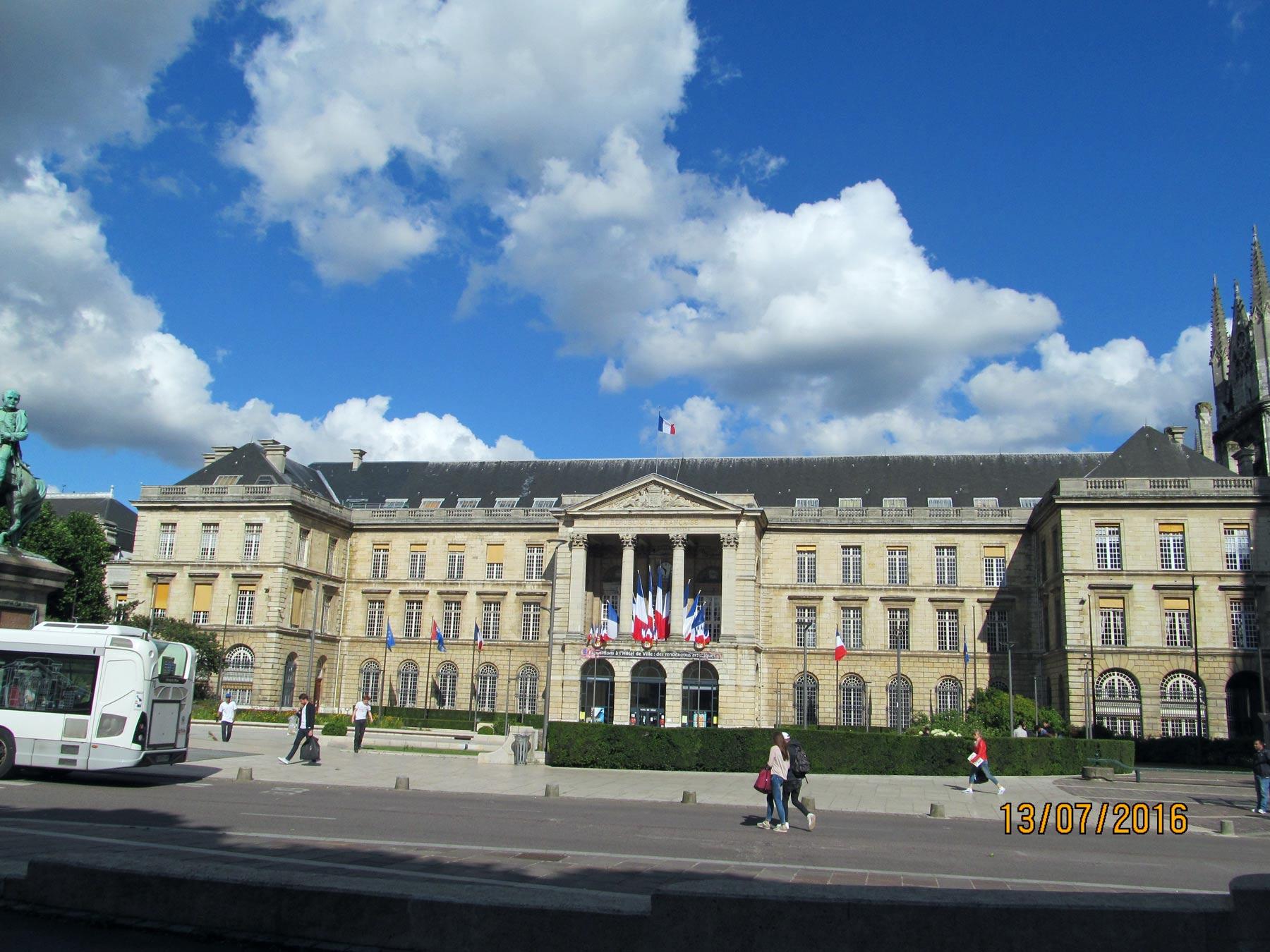 достопримечательности Руана, Нормандия. Дворец правосудия