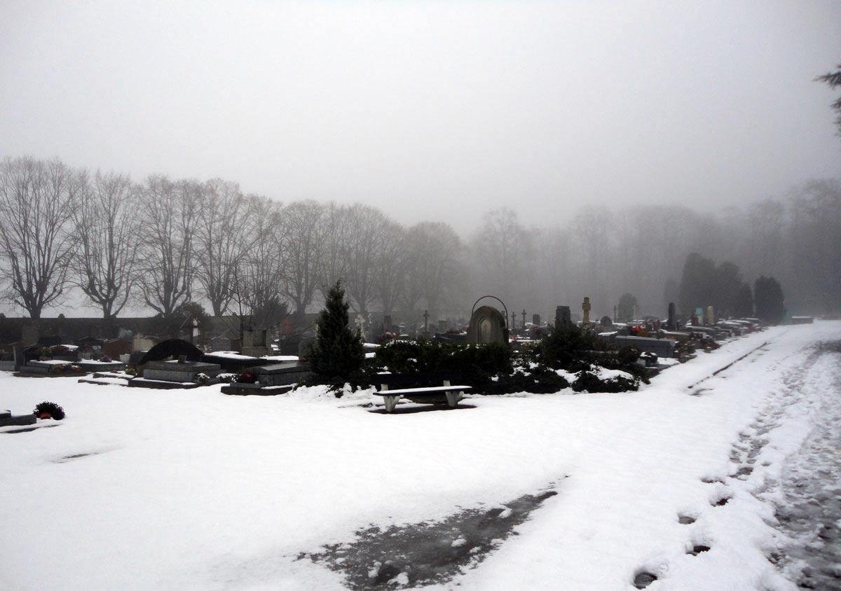 метель на кладбище