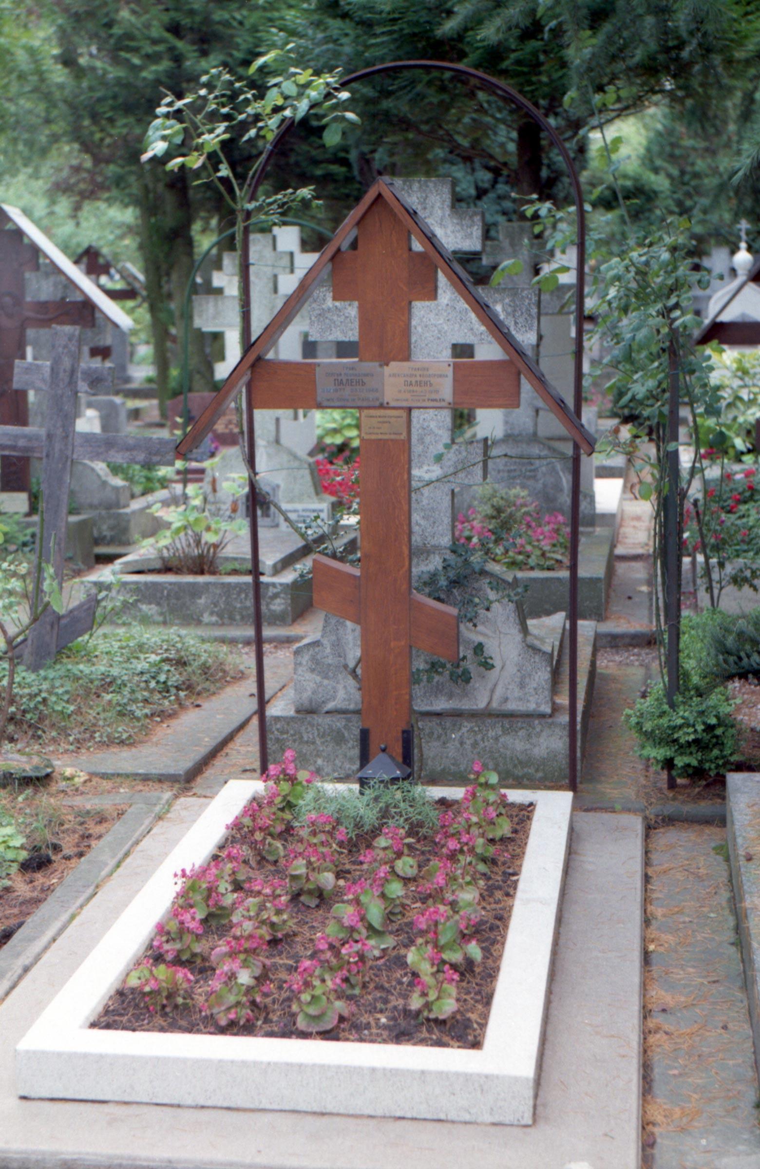 захоронения известных людей на Сент-Женевьев-де-Буа