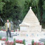 Сент-Женевьев-де-Буа в 1998 году, памятник галлиполийцам
