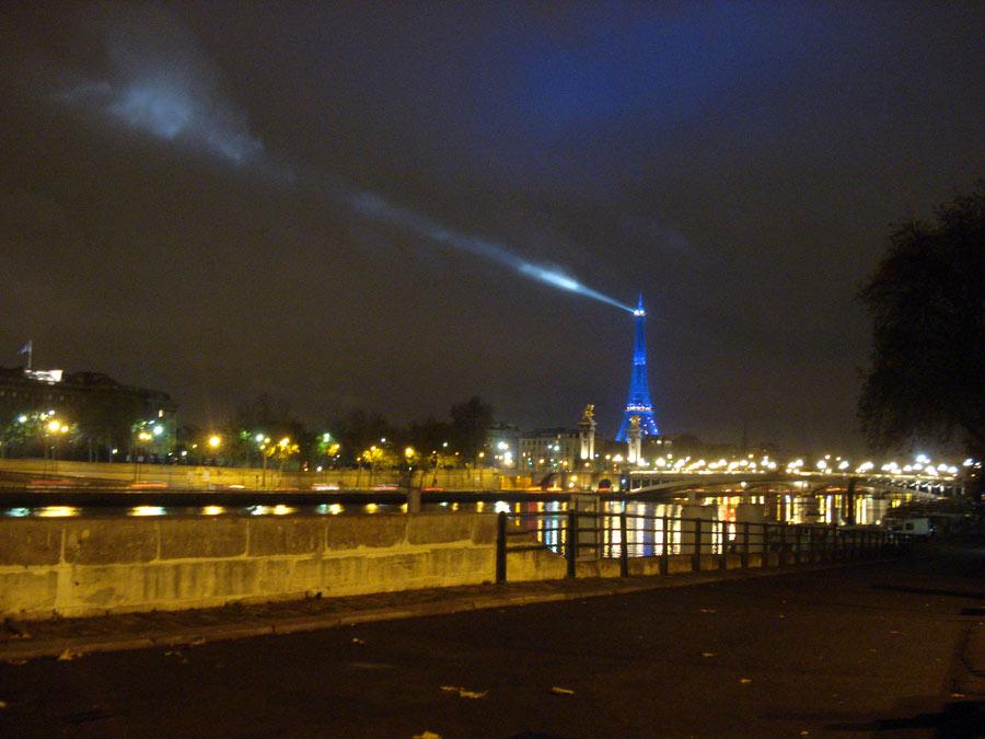 Эйфелева башня вечерний Париж