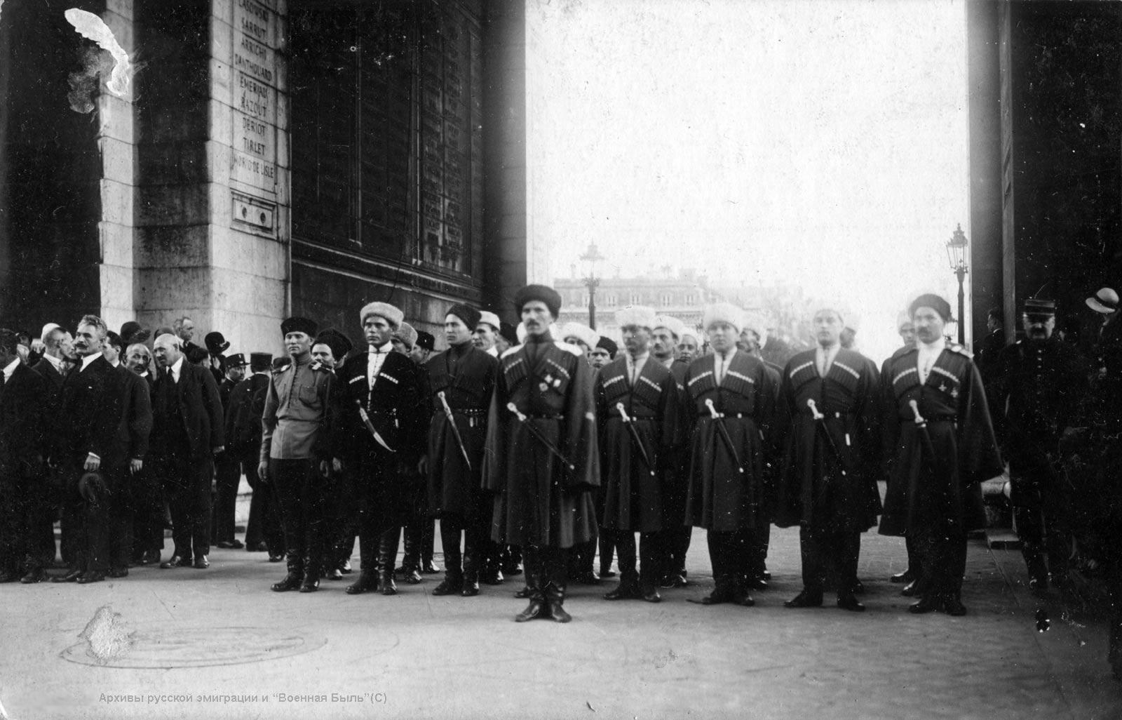 Триумфальная Арка в Париже и могила неизвестного солдата