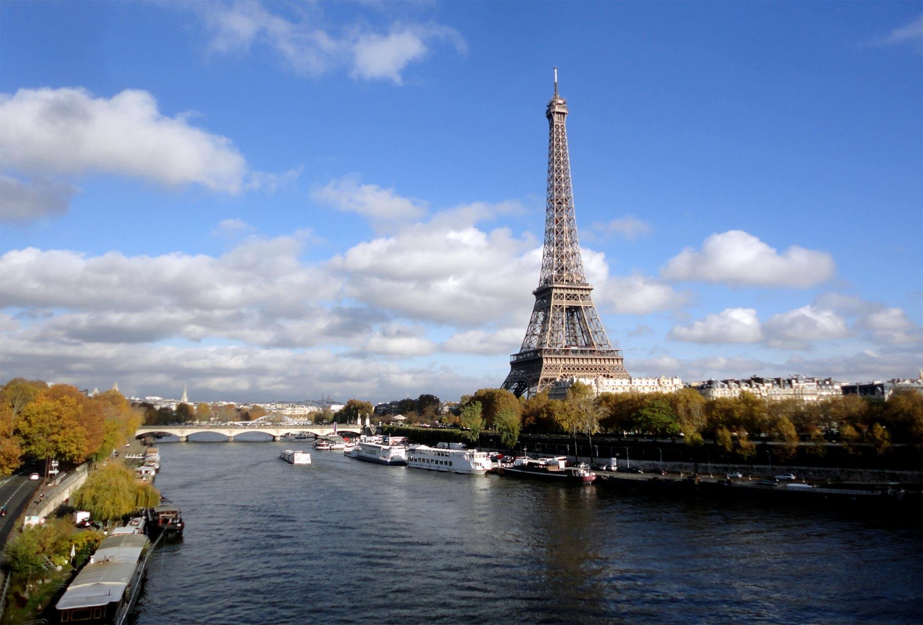 Эйфелева башня вид с Сены