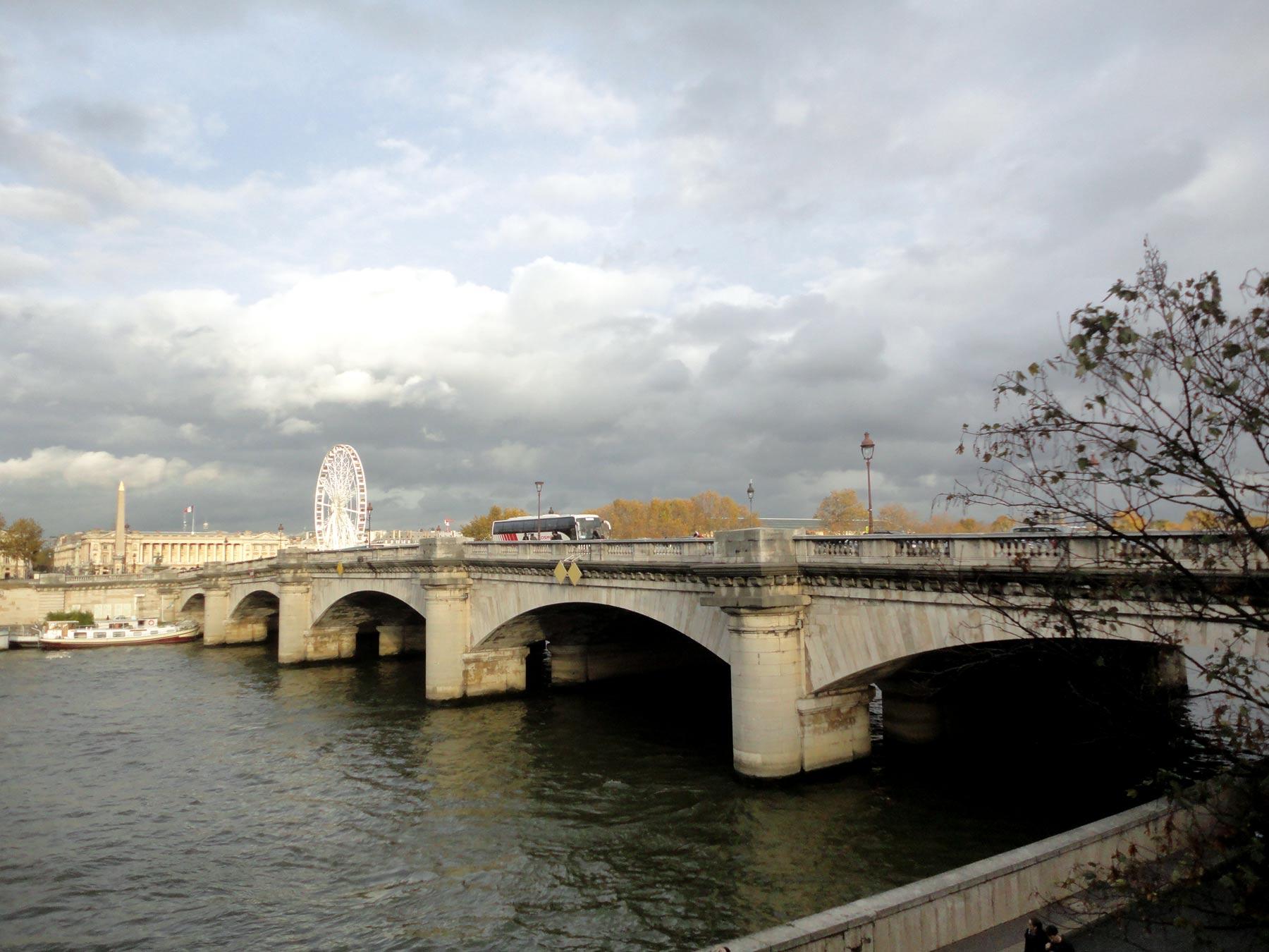 экскурсия через мост в Париже
