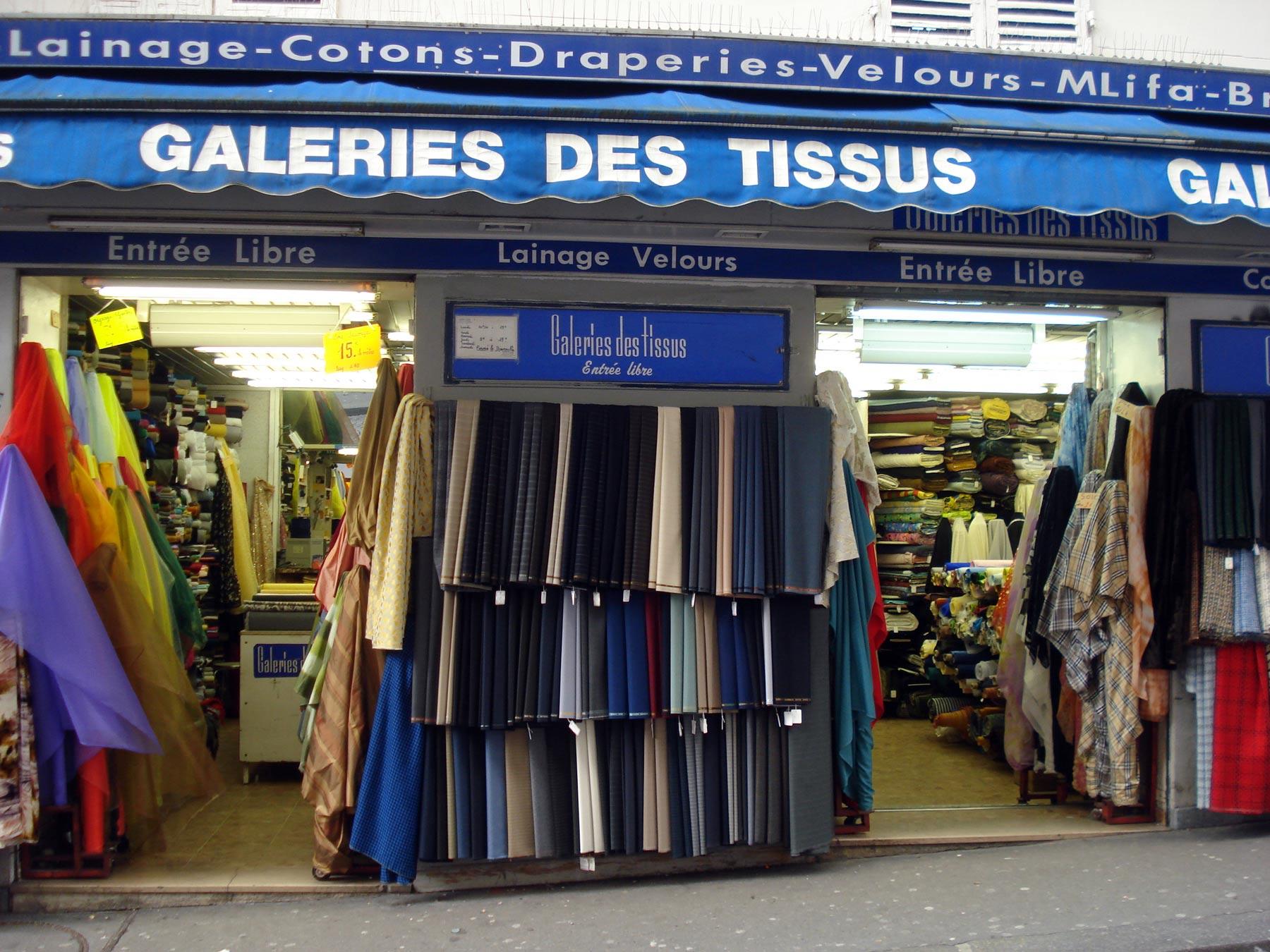 ткани на Монмартре